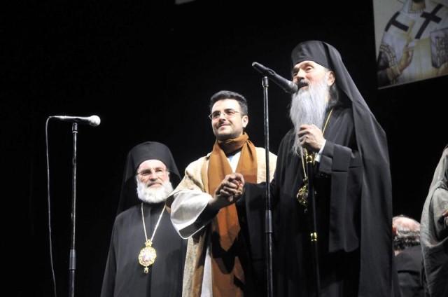 """Arhidiaconul Doru Emanuel Pantazi (centru), """"micul Pavarotti"""", este prezentat publicului / Foto Liviu Maftei"""