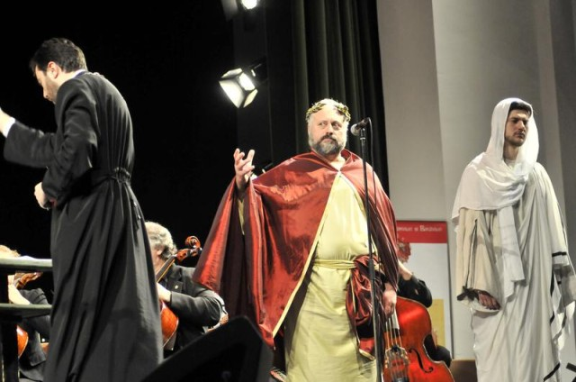 Alexandru Chiriac (Iisus) si ierodiac. Bartolomeu Trofin (Pilat) / Foto Liviu Maftei