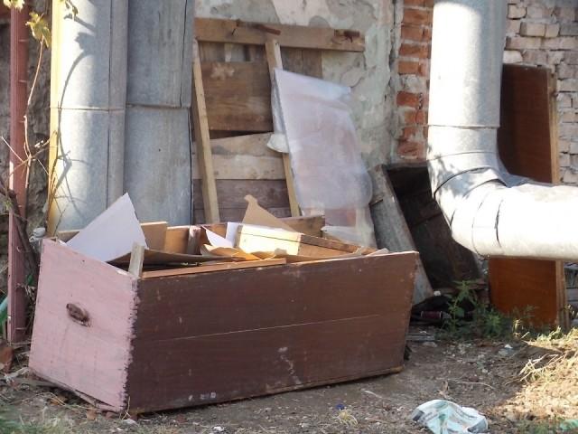 mobilier aruncat 2