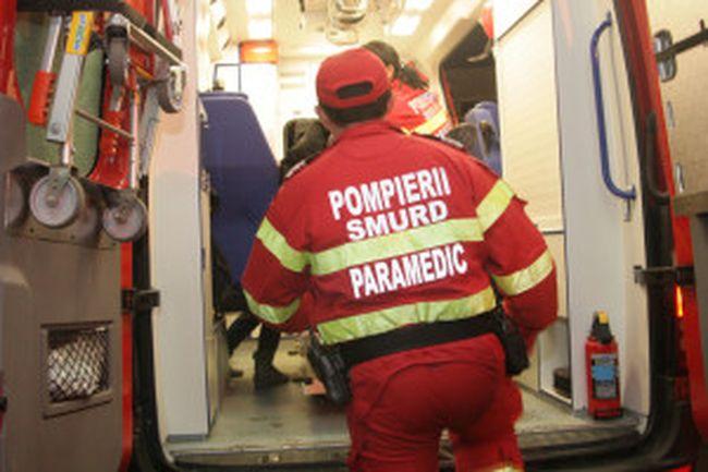 Accidente de muncă: un constructor a căzut de la etajul șapte iar un muncitor a ajuns sub roțile unui tractor