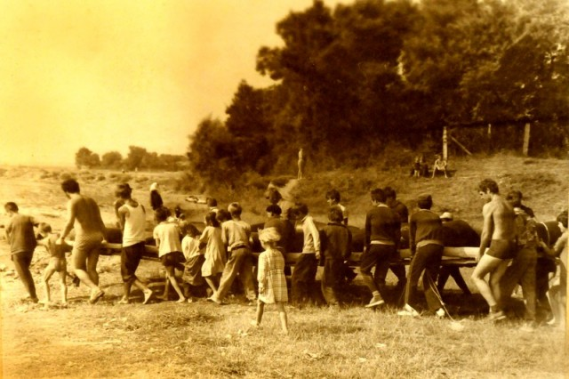 Foto Ajutoarele din sat la lansarea plutei