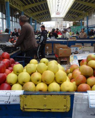 Supraproducția a prăbușit prețul merelor în piețe