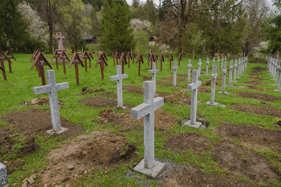 Cultul Eroilor: În cimitirul de la Valea uzului, Primăria ...